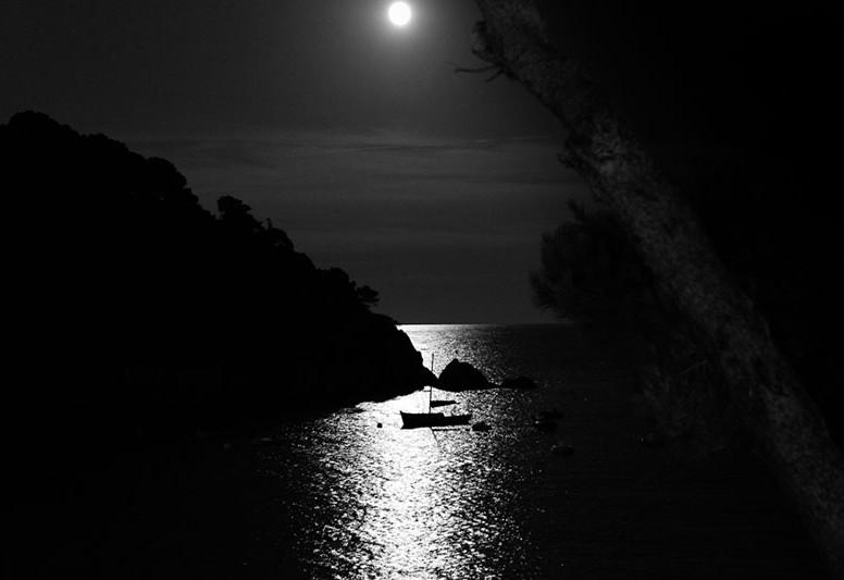 La lune à Tamariu